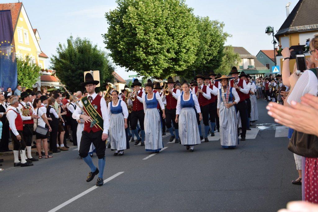 Stadtkapelle Deutschlandsberg marschiert beim Bezirksmusikfest in Frauental